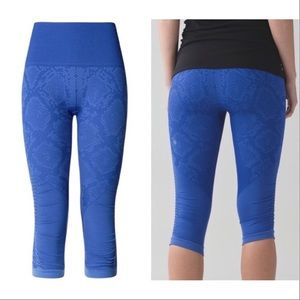 lululemon The flow crop in sapphire snake blue